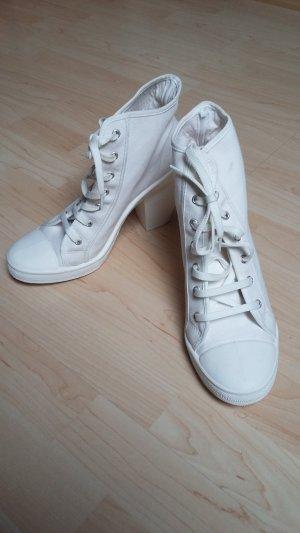 Sneaker mit Absatz / zum Dirndl!?