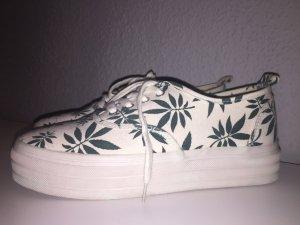 Sneaker mit Grün-Weißem Blättern
