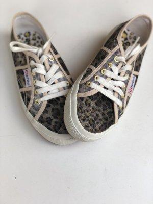 Sneaker mit Leoprint