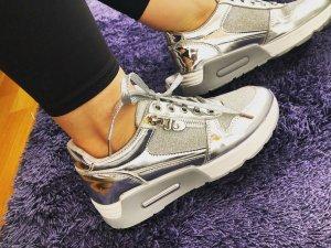 Sneaker mit Metallic Einsatz und Glitter