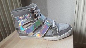 Sneaker mit Rainbow Holoeffekt