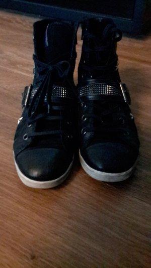 Sneaker mit Sternnieten