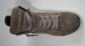 Sneaker mit Wedge-Absatz von Kennel und Schmenger in grau-braun
