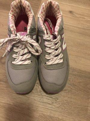 Sneaker New Balance in Grau und Pink