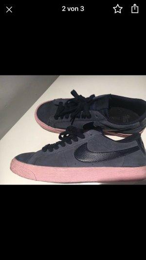 Nike Basket à lacet rosé-bleu foncé