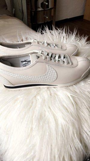 Sneaker Nike grau weis schwarz