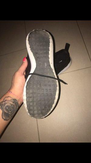Sneaker Nike in Schwarz, wie neu