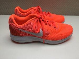 Sneaker Nike Orange Gr 40 nur innen getragen