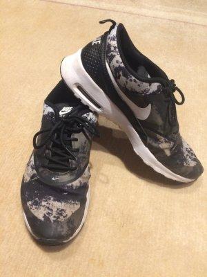Sneaker oder Sportschuh