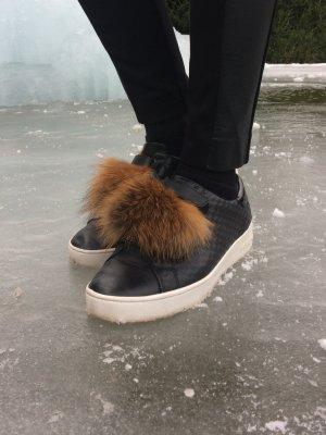 Sneaker Pelzeinsatz Einzelstück