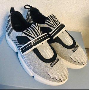 Prada Sneaker con strappi argento