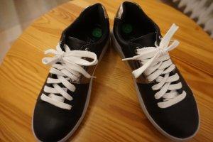 Sneaker schwarz in Gr. 37