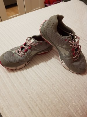 Sneaker / Sportschuh