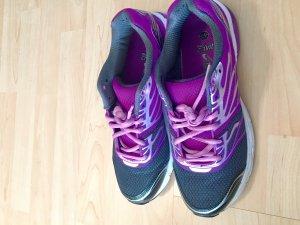 Sneaker violett wie neu