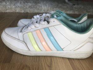 Sneaker von Adidas..