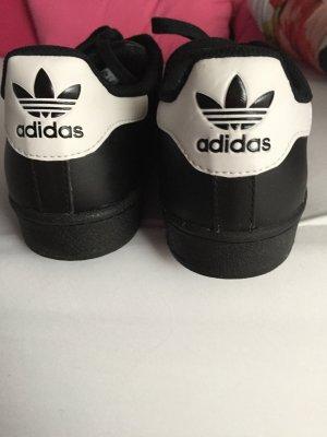 Sneaker von Adidas.....fast neu....