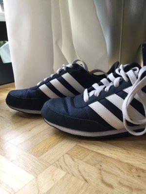 Sneaker von Adidas NEO