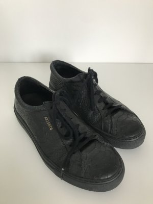 Lace-Up Sneaker black leather