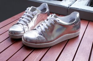 Sneaker von COS in silver metallic