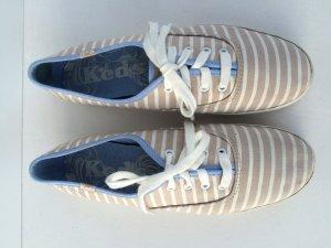Sneaker von der Marke KEDS