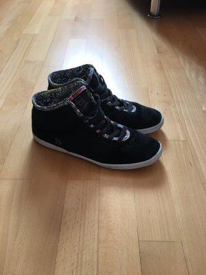 Sneaker von Etnies mit bunten Nähten