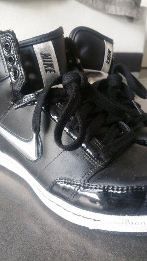Nike Sneaker argento-nero