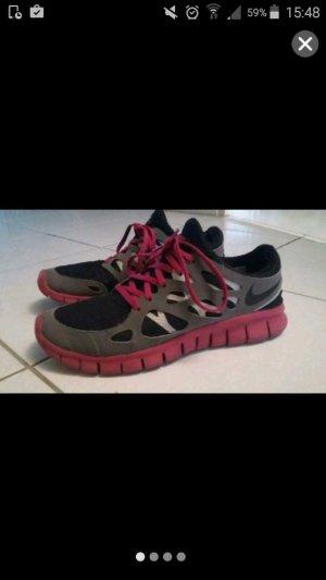 Sneaker von Nike in schwarz/pink