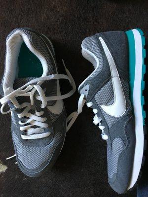 Sneaker von Nike passend für Schuhgröße 40, grau - petrol