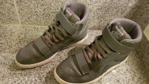 Reebok Sneaker con strappi grigio