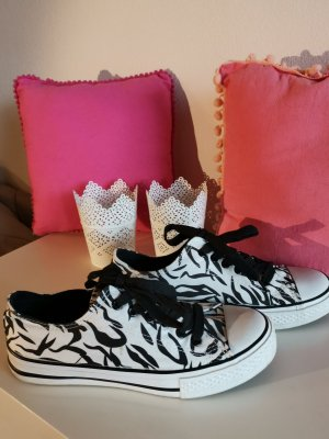 Sneaker zum Schnüren mit Zebramuster