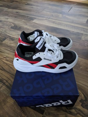 Reebok Lace-Up Sneaker white