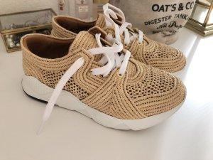 Sneakers aus Raffiabast