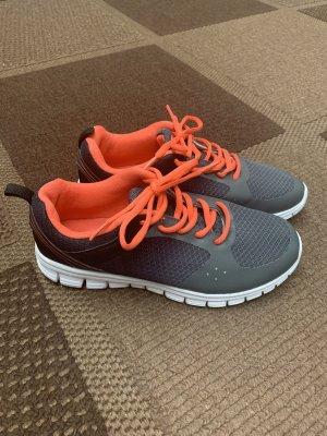 Sneakers Crane