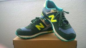 Sneakers in grün-blau Tönen