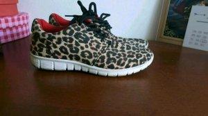 sneakers in leo Optik