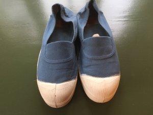 Sneakers in Rauchblau