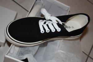 Sneakers in schwarz, NEU