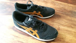Sneakers in schwarz / orange // Asics