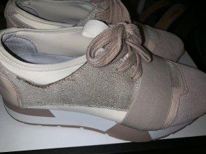 Sneakers leader