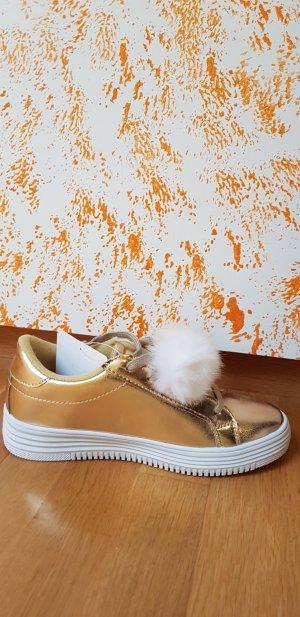 Sneakers mit Accessoires aus echtem Fell