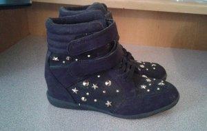 Sneakers mit Goldsternchen