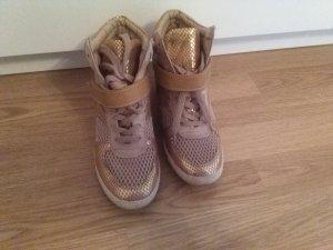 Sneakers mit Keilabsatz in Gold Gr. 36