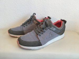 Sneakers mit Wildleder