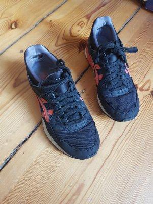 Asics Sneaker stringata nero-rosa