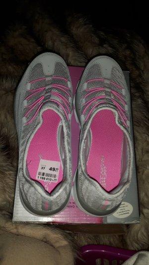 sneakers...skechers