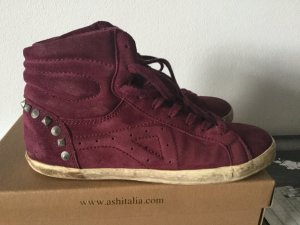 Sneakers used Look Wildleder weinrot