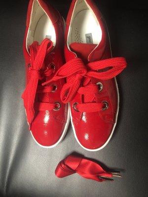 Sneakers von der marke Paul Green