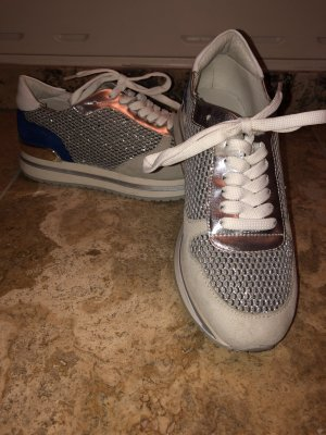 Sneakers von Jones