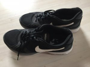 Sneakers von NIKE schwarz Gr. 38