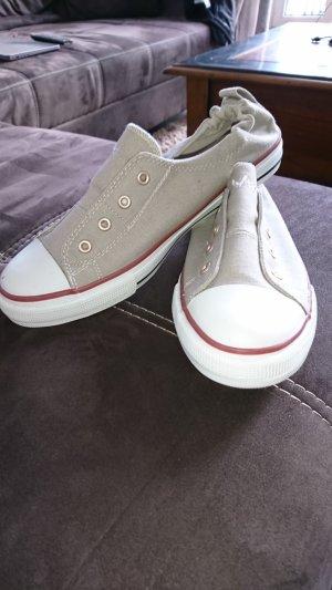 Sneakers, wie neu